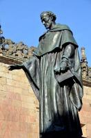 Escultura de Fray Luis de León en la Universidad de Salamanca